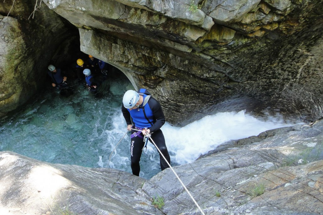 Prøv kræfter med canyoning på firmaturen
